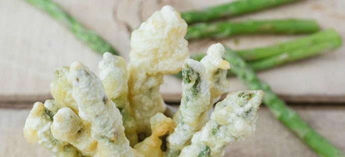 Asperges en tempura, sauce aux cacahuètes